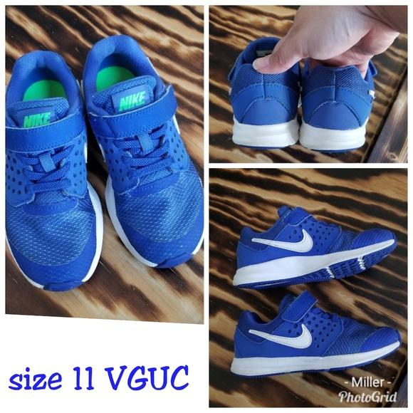 f4ce28db5510 Nike no lace blue shoes. M 5bb93c3e0cb5aa8bfc349c08